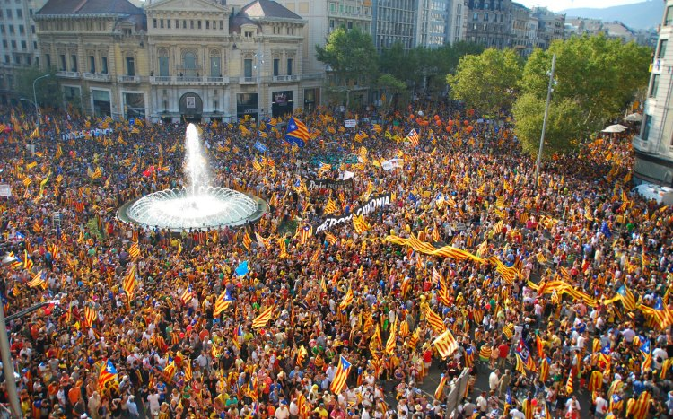 catalan-flags-in-placa-catalunya